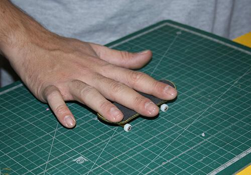 Utilizar tres dedos haciendo fingerboard no se ve bonito chavales